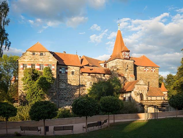 Wenzelschloss-Lauf-Grabsteine