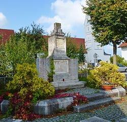 Germering-Kriegerdenkmal-Messerschmidt