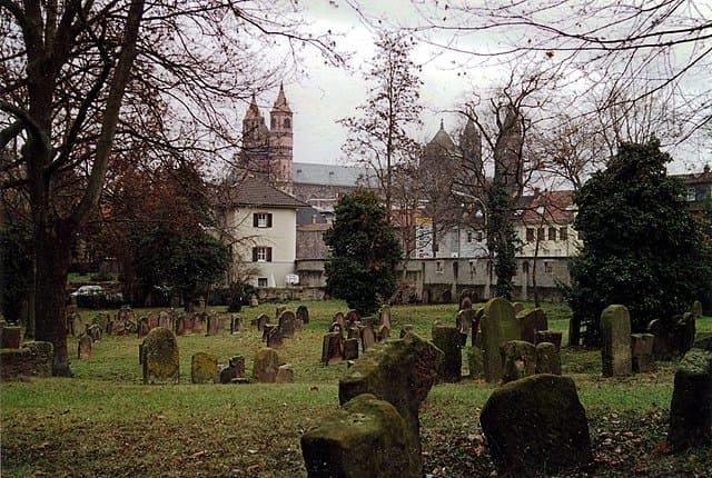 Worms-Judenfriedhof-Grabsteine