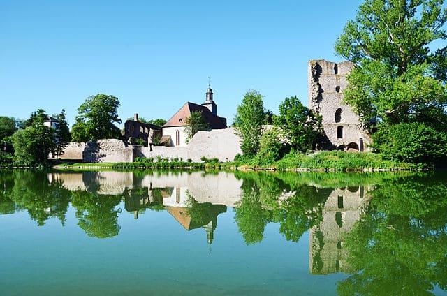 Dreieich-Burg Hayn-Grabsteine