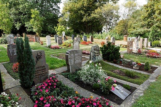 Neuer-Friedhof-Kornwestheim-Grabsteine