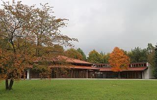 Aussegnungshalle-Ottobrunn-Friedhof