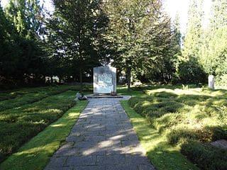 Kriegerdenkmal-Puchheim-Grabstein