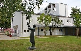 Traunreut-Evangelische-Kirche