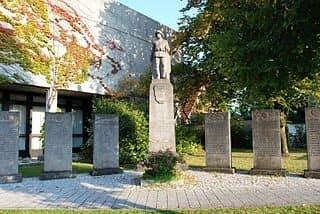 Kriegerdenkmal-Neufahrn-Grabsteine-Steinmetz