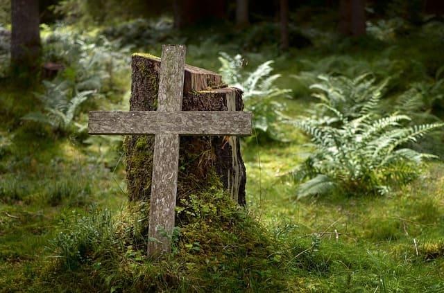Grabstein aus Holz und Grabmäler aus Holz