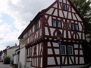 Grabmal in Mühlheim am Main