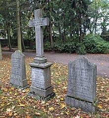 Friedhof-Waren-Grab