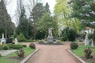 schöne Grabsteine in Düren Steinmetz Urnengrab Einzelgrab Doppelgrabstein schöne Grabmäler