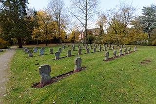 schöne Grabsteine in Ratingen Steinmetz Urnengrab Einzelgrab Doppelgrabstein schöne Grabmäler