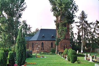 Eisleben-Friedhof-mit-Kirche