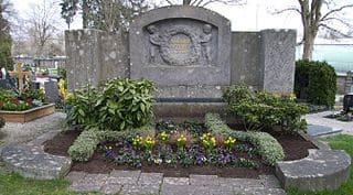 schöne Grabsteine in Giengen Steinmetz Urnengrab Einzelgrab Doppelgrabstein schöne Grabmäler