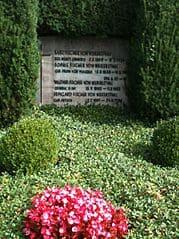 schöne günstige Grabsteine in Tettnang Steinmetz Urnengrab Einzelgrab Doppelgrabstein schöne Grabmäler