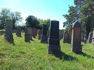 schöne Grabsteine in Karlstadt Steinmetz Urnengrab Einzelgrab Doppelgrabstein schöne Grabmäler
