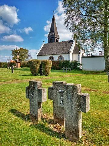 schöne Grabsteine in Lebach Steinmetz Urnengrab Einzelgrab Doppelgrabstein schöne Grabmäler