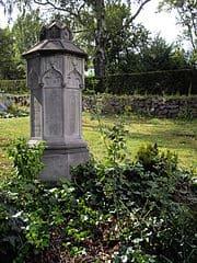 schöne Grabsteine in Wadern Steinmetz Urnengrab Einzelgrab Doppelgrabstein schöne Grabmäler