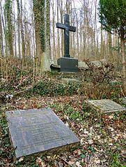 schöne Grabsteine in Beckingen Steinmetz Urnengrab Einzelgrab Doppelgrabstein schöne Grabmäler