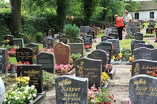 schöne günstige Grabsteine in Niesky Steinmetz Urnengrab Einzelgrab Doppelgrabstein schöne Grabmäler