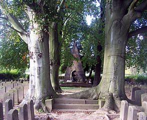 schöne günstige Grabsteine in Großröhrsdorf Steinmetz Urnengrab Einzelgrab Doppelgrabstein schöne Grabmäler