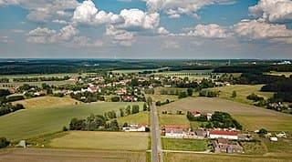 schöne günstige Grabsteine in Lauta Steinmetz Urnengrab Einzelgrab Doppelgrabstein schöne Grabmäler