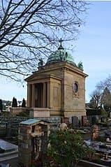 schöne günstige Grabsteine in Hochheim am Main Steinmetz Urnengrab Einzelgrab Doppelgrabstein schöne Grabmäler