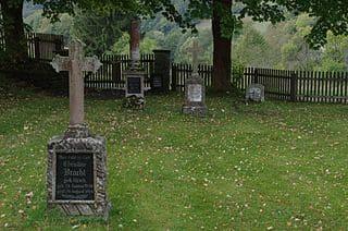 schöne günstige Grabsteine in Bad Wildungen Steinmetz Urnengrab Einzelgrab Doppelgrabstein schöne Grabmäler