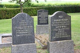 schöne günstige Grabsteine in Alsfeld Steinmetz Urnengrab Einzelgrab Doppelgrabstein schöne Grabmäler