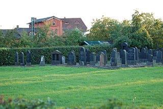 schöne günstige Grabsteine in Kirchhain Steinmetz Urnengrab Einzelgrab Doppelgrabstein schöne Grabmäler