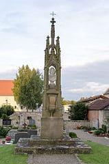schöne günstige Grabsteine in Haßfurt Steinmetz Urnengrab Einzelgrab Doppelgrabstein schöne Grabmäler