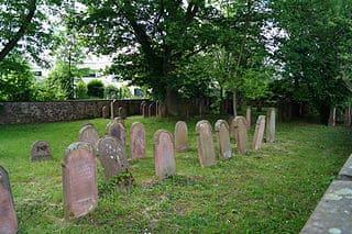 schöne günstige Grabsteine in Langenselbold Steinmetz Urnengrab Einzelgrab Doppelgrabstein schöne Grabmäler