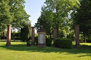 schöne günstige Grabsteine in Usingen Steinmetz Urnengrab Einzelgrab Doppelgrabstein schöne Grabmäler