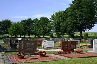 schöne günstige Grabsteine in Borken (Hessen) Steinmetz Urnengrab Einzelgrab Doppelgrabstein schöne Grabmäler
