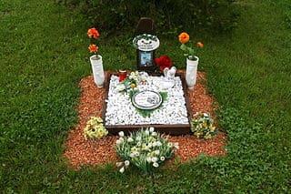 schöne günstige Grabsteine in Buseck Steinmetz Urnengrab Einzelgrab Doppelgrabstein schöne Grabmäler