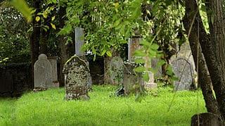 schöne günstige Grabsteine in Weilburg Steinmetz Urnengrab Einzelgrab Doppelgrabstein schöne Grabmäler