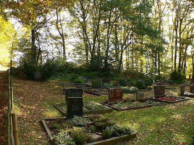 schöne günstige Grabsteine in Fuldatal Steinmetz Urnengrab Einzelgrab Doppelgrabstein schöne Grabmäler