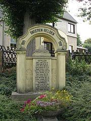 schöne günstige Grabsteine in Lengenfeld Steinmetz Urnengrab Einzelgrab Doppelgrabstein schöne Grabmäler