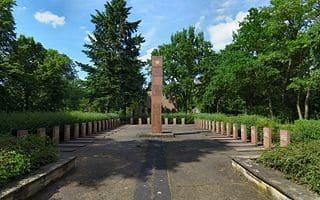 schöne günstige Grabsteine in Coswig (Anhalt) Steinmetz Urnengrab Einzelgrab Doppelgrabstein schöne Grabmäler