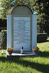 schöne günstige Grabsteine in Dießen am Ammersee Steinmetz Urnengrab Einzelgrab Doppelgrabstein schöne Grabmäler