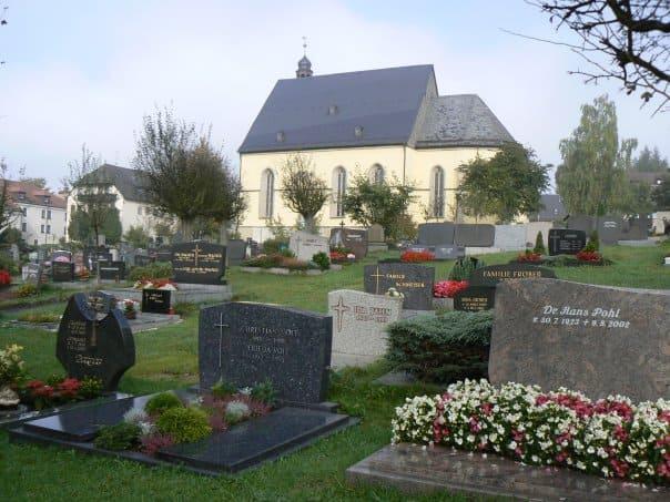 schöne günstige Grabsteine in Wunsiedel Steinmetz Urnengrab Einzelgrab Doppelgrabstein schöne Grabmäler