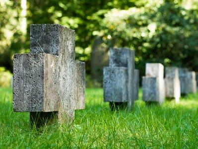 schöne günstige Grabsteine in Stahnsdorf Steinmetz Urnengrab Einzelgrab Doppelgrabstein schöne Grabmäler