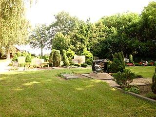 schöne günstige Grabsteine in Perleberg Steinmetz Urnengrab Einzelgrab Doppelgrabstein schöne Grabmäler