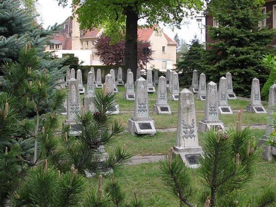 schöne günstige Grabsteine in Jüterbog Steinmetz Urnengrab Einzelgrab Doppelgrabstein schöne Grabmäler