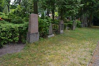 schöne günstige Grabsteine in Erkner Steinmetz Urnengrab Einzelgrab Doppelgrabstein schöne Grabmäler