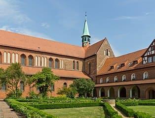 schöne günstige Grabsteine in Kloster Lehnin Urne