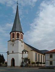 Grabmale in St. Leon-Rot