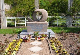 schöne günstige Grabsteine in Sassnitz Steinmetz Urnengrab Einzelgrab Doppelgrabstein schöne Grabmäler
