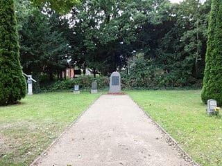 schöne günstige Grabsteine in Malchin Steinmetz Urnengrab Einzelgrab Doppelgrabstein schöne Grabmäler