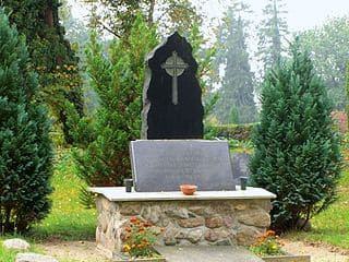 schöne günstige Grabsteine in Bützow Steinmetz Urnengrab Einzelgrab Doppelgrabstein schöne Grabmäler