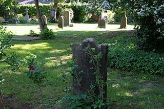 schöne günstige Grabsteine in Wedemark Steinmetz Urnengrab Einzelgrab Doppelgrabstein schöne Grabmäler