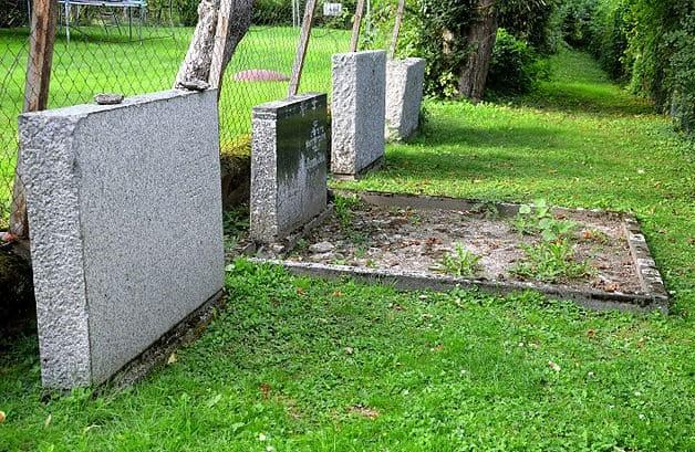 schöne günstige Grabsteine in Springe Steinmetz Urnengrab Einzelgrab Doppelgrabstein schöne Grabmäler